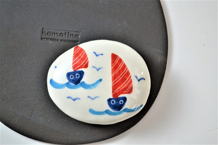 Paintings on Pebbles - Boats ceramic