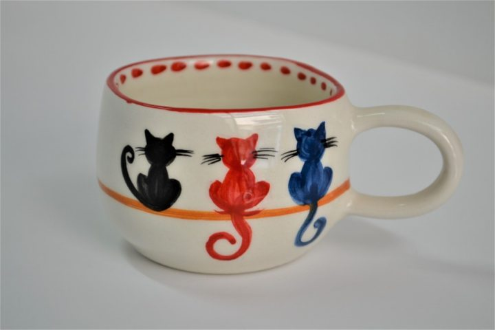 Short Uneven Cup 3 Cats ceramic