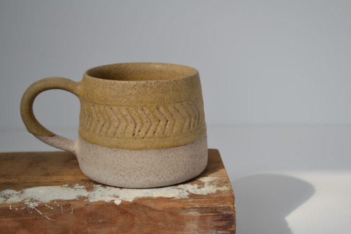 Fishbone Carved Mug Honey/Grey ceramic