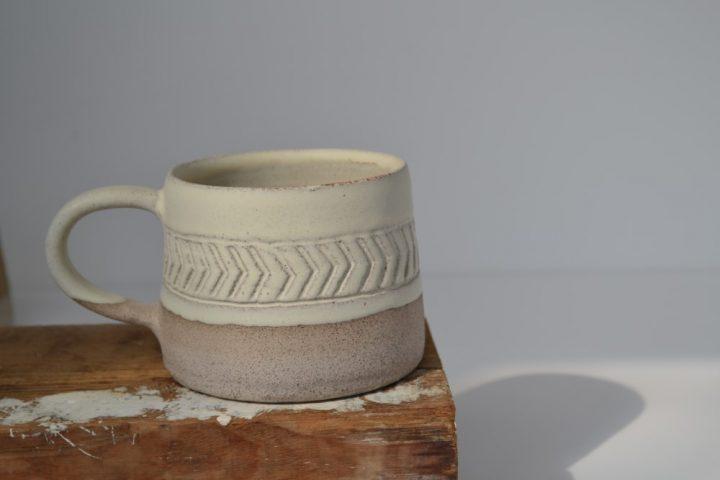 Fishbone Carved Mug Cream/Grey ceramic