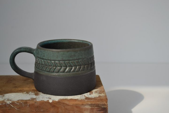 Fishbone Carved Mug Green/Anthracite ceramic