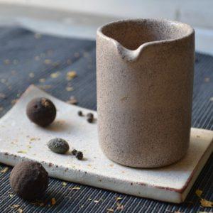 Pourer ceramic